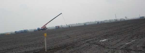 ЛЭП в Комаричском районе восстанавливают 400 человек со всей России