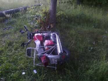 В брянском селе  мотоциклист врезался в дерево
