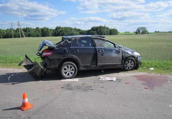 На трассе в Брянской области погиб  пассажир перевернувшейся «иномарки»