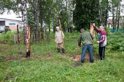 Жители дятьковского села сами  благоустраивают старое кладбище