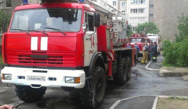 Пожар в брянской  девятиэтажке  — трое спасены, 30 человек эвакуировано