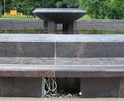 Вандалы раскурочили фонтан в брянских «Соловьях»