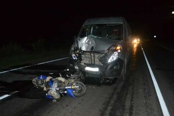 На  ночной трассе  «иномарка» убила  брянского мопедиста