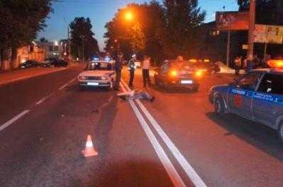 В Брянске такси сбило двух человек —  мужчина погиб, девушка в больнице