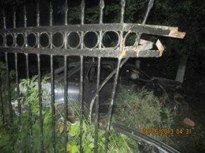 Брянская водительница на «Ауди» врезалась в ограду больницы — пострадали четверо