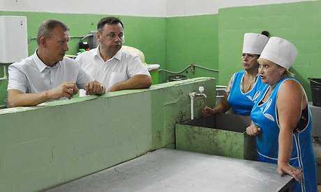 Рабочий визит губернатора в Фокино: крыши текут, дверей нет