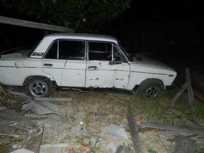 Брянский водитель врезался в столб и сбежал