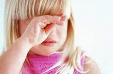 В Брянске пьяная мать забыла двухлетнюю дочь в ночном парке