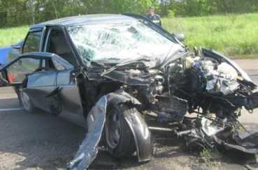 В Брянской области водитель «Лады Приоры» погиб, врезавшись в забор