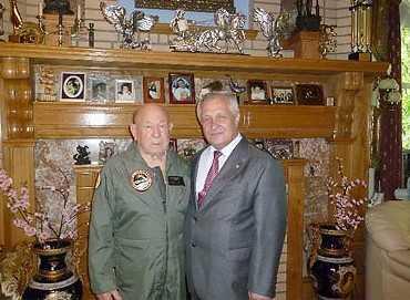 Брянский губернатор поздравил легендарного космонавта Леонова