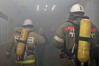 Жителя Сельцо брянские пожарные вынесли из горящего дома