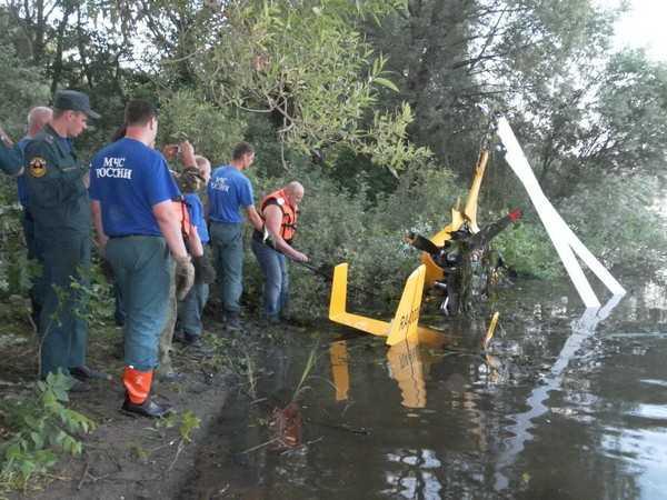 Брянские спасатели нашли бортовую документацию упавшего вертолета