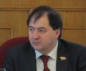 Улыбчивого брянского депутата Романа обвинили в захвате дороги