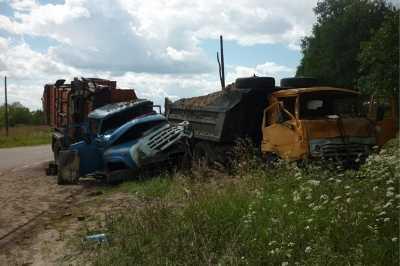 В Клинцах   дорогу не поделили два грузовика