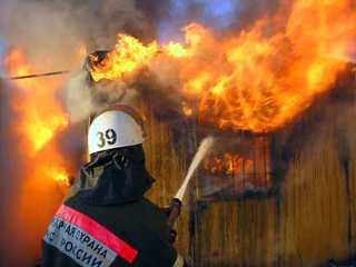 Брянские пожарные вынесли из огня  83-летнего пенсионера