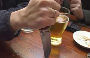 В брянском посёлке хозяин зарезал гостя, выбросил на улицу и ушёл спать