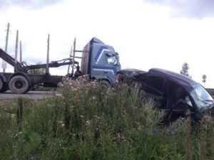 В Брянске «Ниссан» столкнулся с грузовиком – двое пострадали