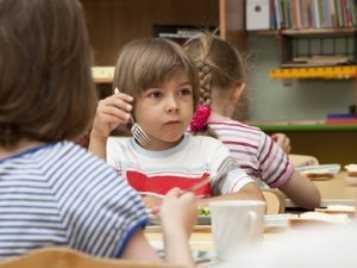 Родителей брянских детей-инвалидов незаконно заставляли платить за детсад