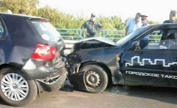 Ребенка попавшей в ДТП на мосту брянской женщины спасти не смогли