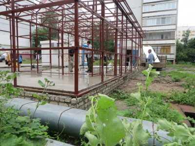 Чиновники 10 брянских контор разрешили построить магазин на теплотрассе