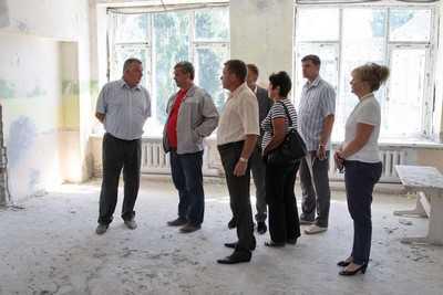 Мэр Брянска учинил разнос строителям детских садов