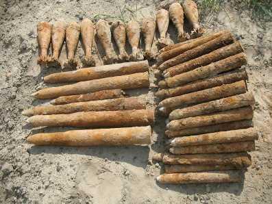 Брянские студенты обнаружили арсенал немецких боеприпасов