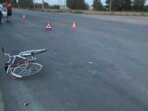 На брянской автодороге  велосипедистка попала под «иномарку»