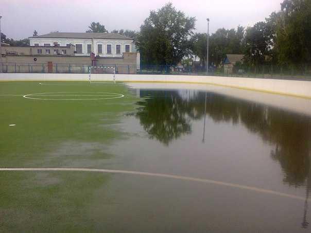 В Севске утонул стадион