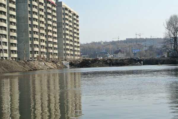 Брянская власть предъявила иски застройщику на Флотской