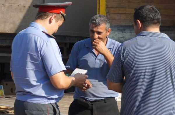 На брянских рынках начались рейды по выявлению нелегалов