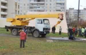 На брянской стройке  автокран насмерть задавил сторожа