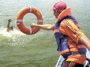 В Брянске сотрудники МЧС  спасли тонувшего мужчину