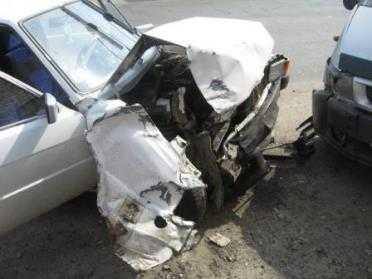В Брянске  столкнулись три иномарки – пострадала девушка
