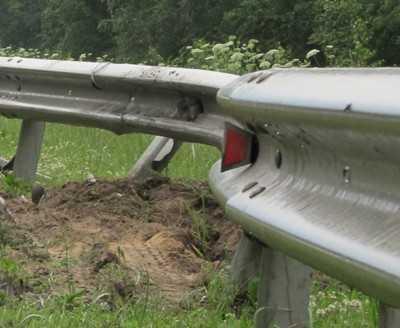 В четыре утра пьяный брянский водитель сокрушил отбойники