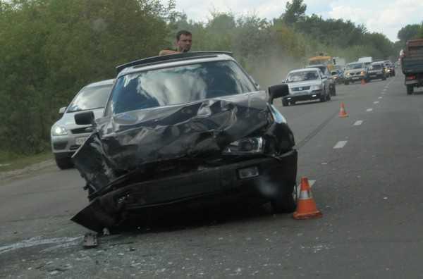 В Брянске разбилась свадебная машина
