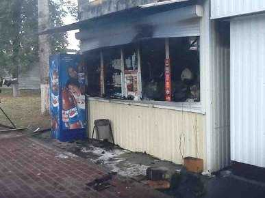 В Брянске возле Кургана  подожгли ларёк