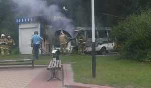Маршрутку  возле полицейской будки в Брянске подожгли