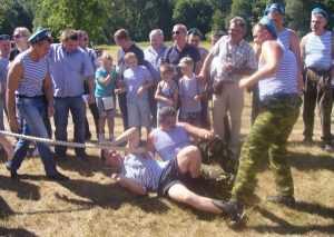 На празднике ВДВ брянские десантники переругались из-за конкурса с  канатом