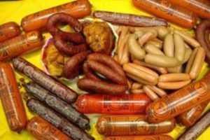 Брянского предпринимателя наказали за торговлю сомнительной колбасой