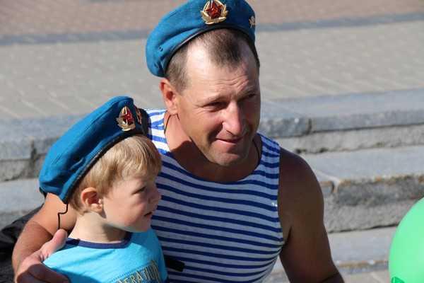 День ВДВ под приглядом 200 полицейских отпраздновали 1250 брянцев