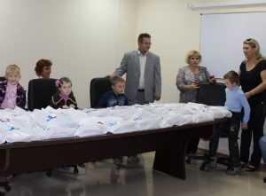 В «Брянских КС» поздравили первоклассников своих сотрудников