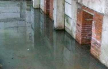 Мглинскую многоэтажку затопило водой из-за некачественного ремонта