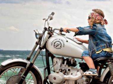 В брянской деревне 12-летний мотоциклист врезался в иномарку