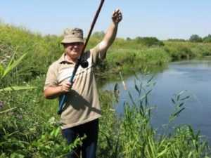 Брянскому рыбаку неизвестные сломали удочку  и прогнали с озера