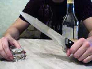 Брянец покрывал собутыльника, пырнувшего его ножом
