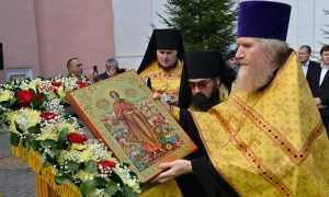 Свенскому монастырю доставили икону с частицей мощей Андрея Первозванного