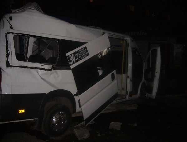Два человека погибли в Брянске при столкновении маршрутки и грузовика