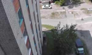 В Брянске 17-летняя девушка  выбросилась из окна  15 этажа