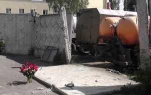 За гибель женщины, убитой плитой, осудили водителя брянского гороводоканала