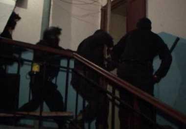 Вооружённый  брянец удерживал в заложниках жену и сына